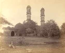 General view of the Bibi-ki- Masjid, Burhanpur, Nimar District